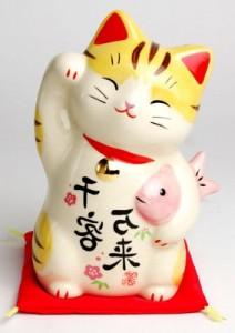 японский красивый кот игрушка