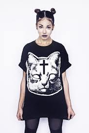 девушка-в-футболке-с-кошкой