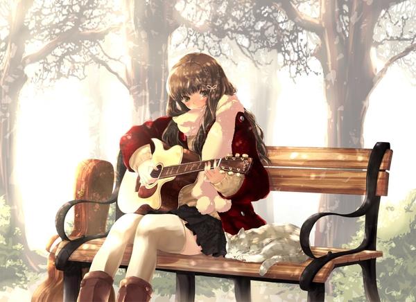 девочка на лавочке сидит и играет на гитаре а кот рядом слушает песни
