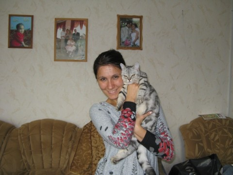 девушка с породистой кошкой